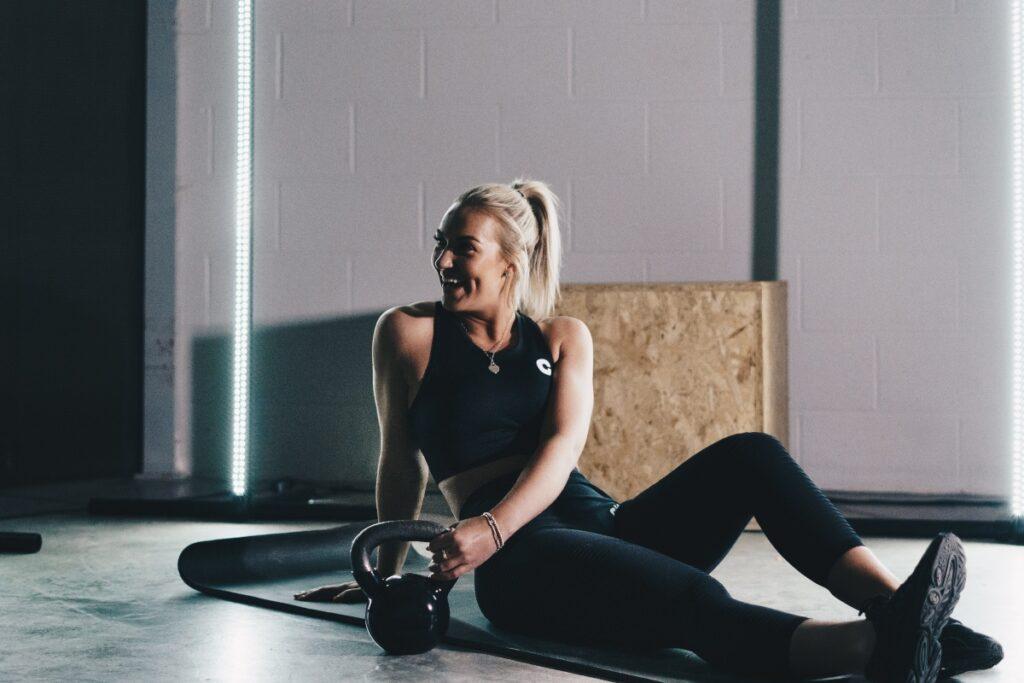 girl ketlebell gym training