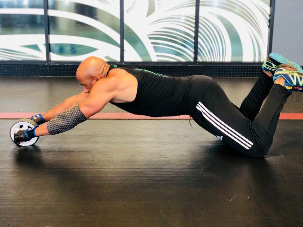 man plank gym training