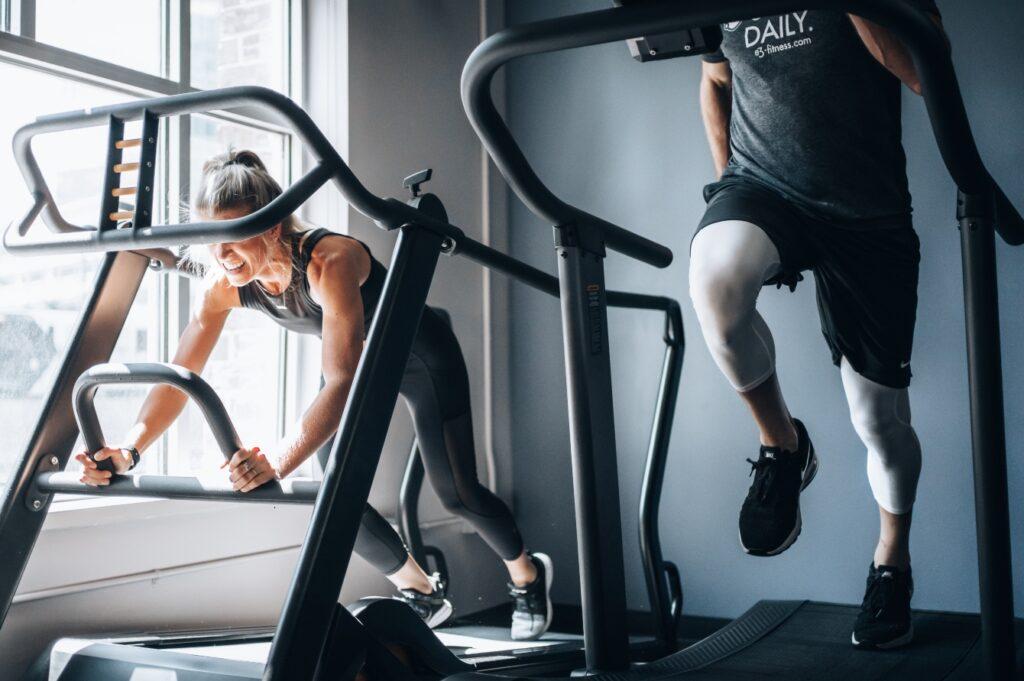 sport couple run gym