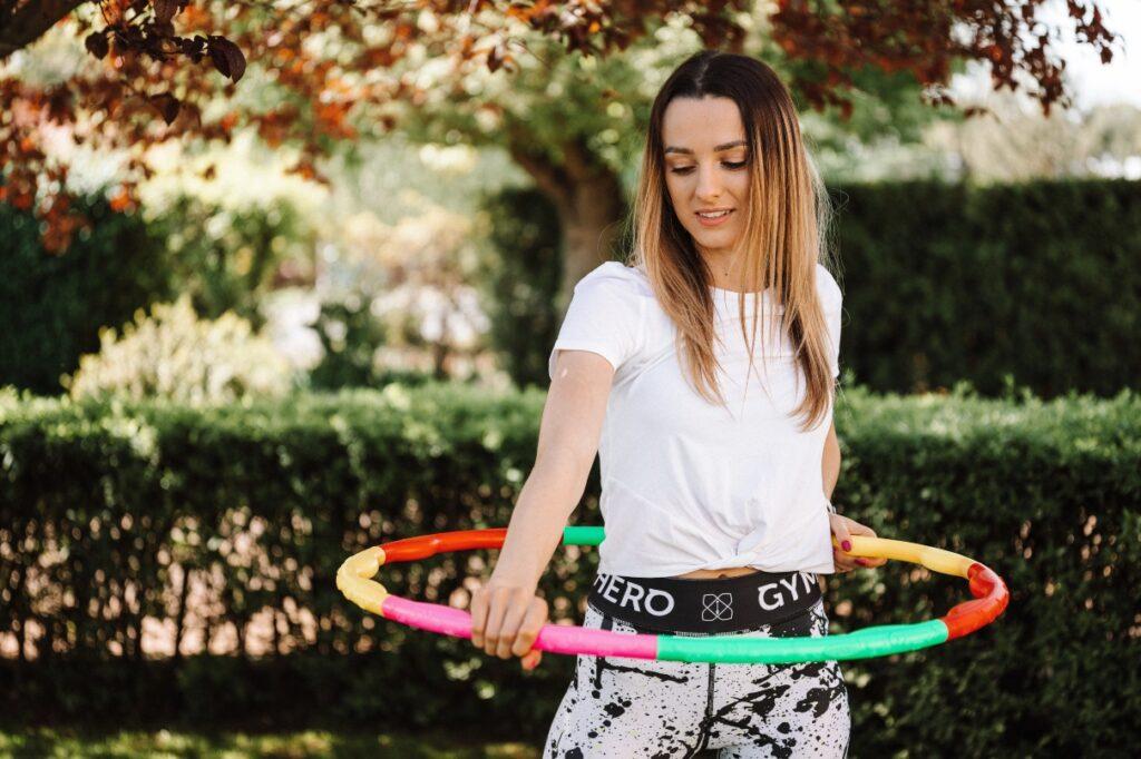woman hula hoop
